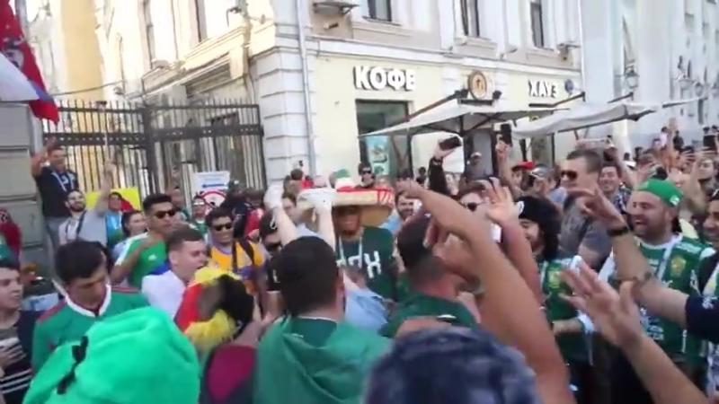 Русские Наташи 15 - Русские легкодоступуные шкуры дают себя лапать толпе мексиканских пьяных ряботяг 2