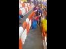 Болельщики сборной Японии убирают за собой мусор на стадионе. Лучшие!