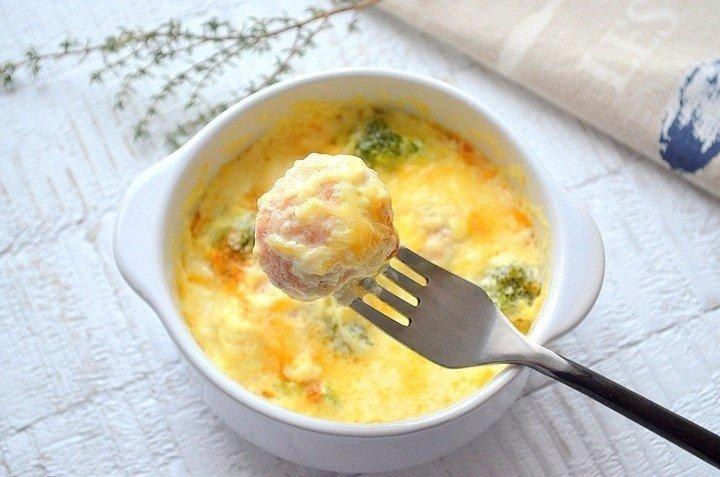 Рыбные фрикадельки в сливочном соусе Ингредиенты: Фарш рыбный —