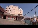Ашрам семьи мужа, окунаюсь в Гангу, свастика, охранник велорикша