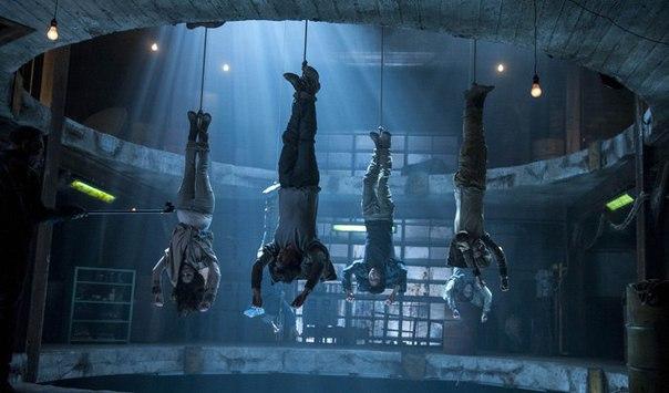 Подборка психологических триллеров про группу людей, застрявших в замкнутом ...