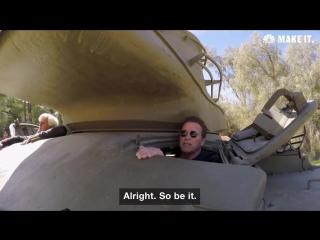 Арнольд Шварценеггер уничтожил своим танком лимузин
