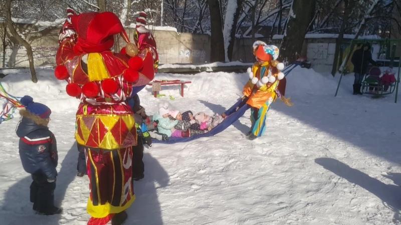 Праздник Масленицы на детской площадке в полном разгаре!