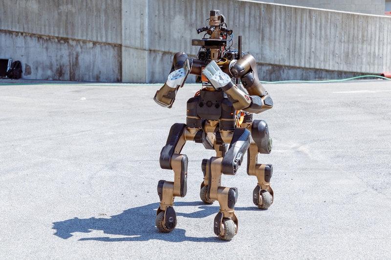Centauro: робот-кентавр для спасательных работ