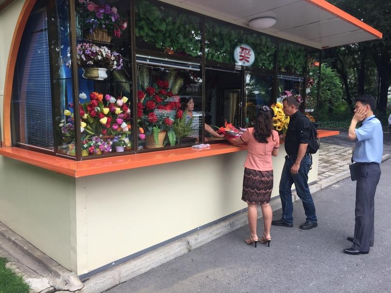 Отчет о путешествии в Северную Корею Покупаем цветы