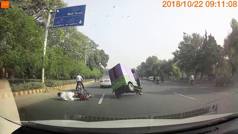 Dashcam Xiaomi 70mai accident footage, Lahore Canal Road 22-10-2018