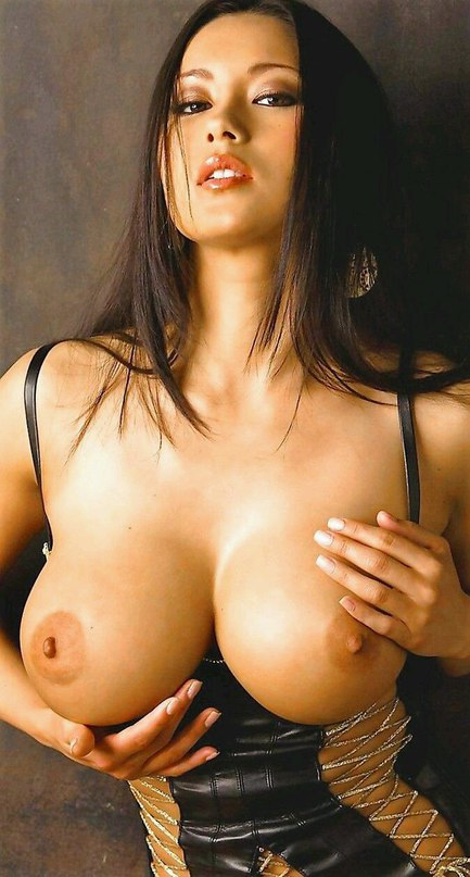 Vulgar dark haired bombshell german mistress