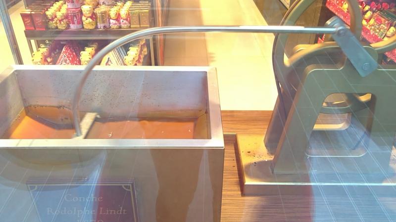 Размешивалка шоколада Lindt в Праге