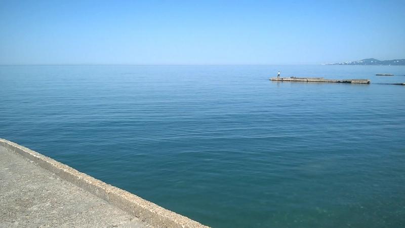 Сочи . Адлер . Море - пляж ж/д вокзала ( находится рядом с нами )
