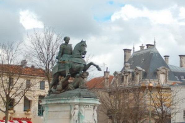 ГОРОД КОНЬЯК Рыцарь Жак де ля Круа Марон, вернувшись из военного похода, узнал, что жена ему изменила. В принципе, истории уже были известны подобные случаи. Наверное, их было не менее миллиона.
