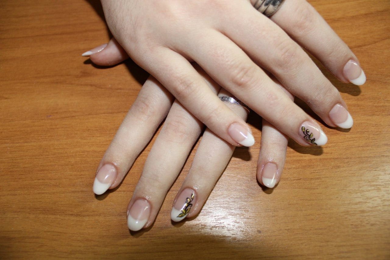 Красивый френч на круглые ногти фото