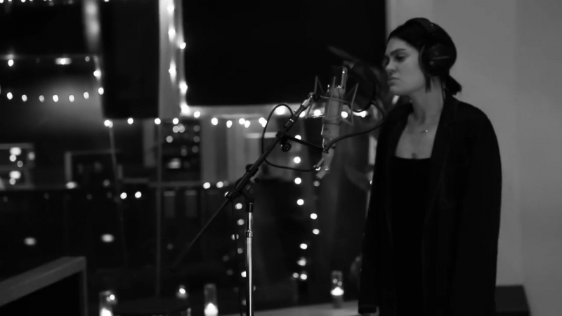 Jessie J - Queen (Acoustic)