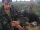 Лисичанск.24 июля,2014.Укр рассказывает избитым ополченцам,как плохо,что те взяли оружие и мешают обстреливать города Донбасса.
