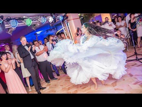 Cygańsko-polskie wesele - Pani młoda tańczy dla Pana młodego