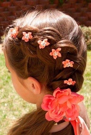 Прическа для девочки на первое сентября на длинные волосы