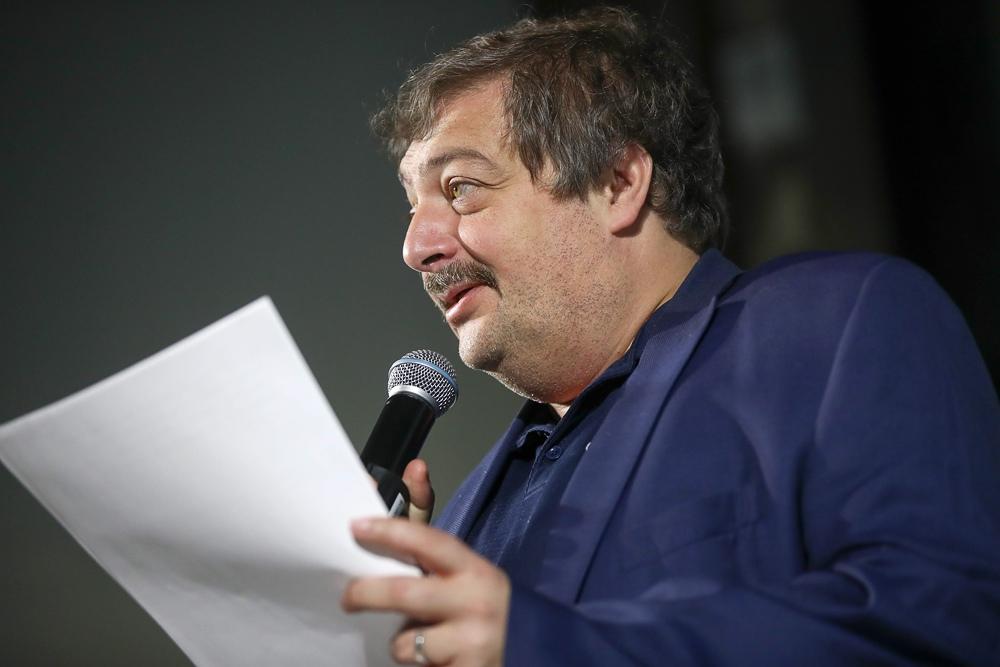 Дмитрий Быков: Гипноз страшного слова «родина» пора бы уже, кажется, развеять