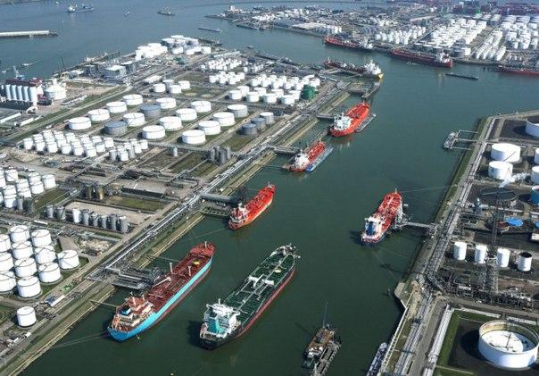 Порт Роттердама «заливает» нефтью