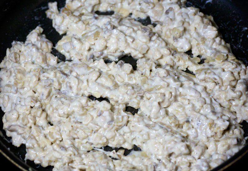 Шампиньоны с курицей и сыром Ингредиенты: -Куриное филе —