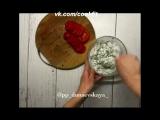 Куриные грудки, фаршированные творожным соусом и помидорами.