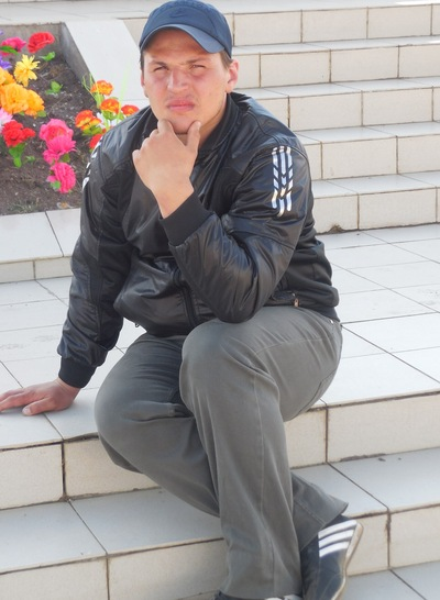 Андрей Авезов
