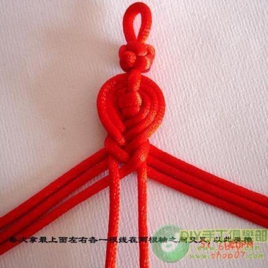 Описание: Схема плетения.  И второй темный браслет состоящий из фрагментов, которые сплетены техникой жгут.