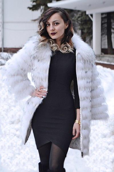 Обзор на белую шубку, а точнее меховое пальто из енота.,