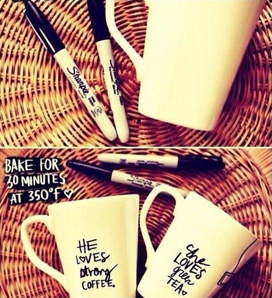 Как нанести на чашку любой рисунок Берём фломастеры и чашку. Делаем ее особенной. Ставим в духовку на 30 минут при t=180°. Радуемся и пьём любимый напиток.
