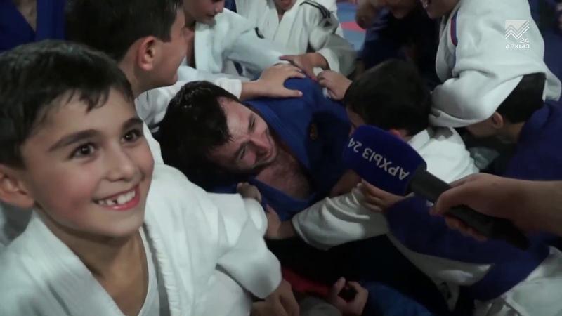 Сборная России по дзюдо дала в Черкесске мастер-класс для юных борцов