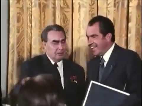 Brezhnev and Nixon fooling around/ Брежнев и Никсон дурачатся