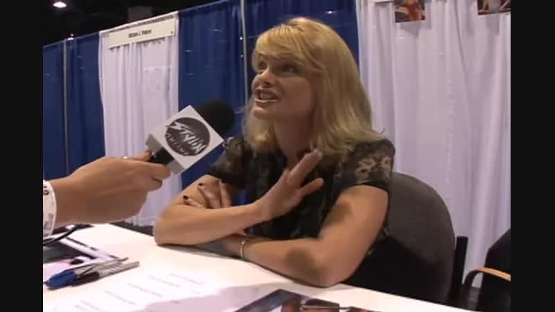 Stylin Online interviews Erika Eleniak Anaheim Comicon