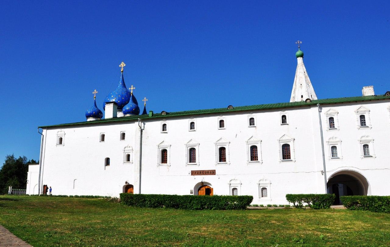 Картинки по запросу суздаль кремль трапезная вход