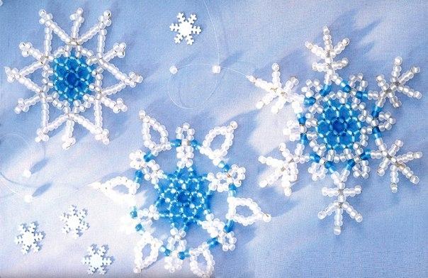 чудесные снежинки из бисера