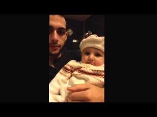 Годовалая племянница учит дядю Битбоксу