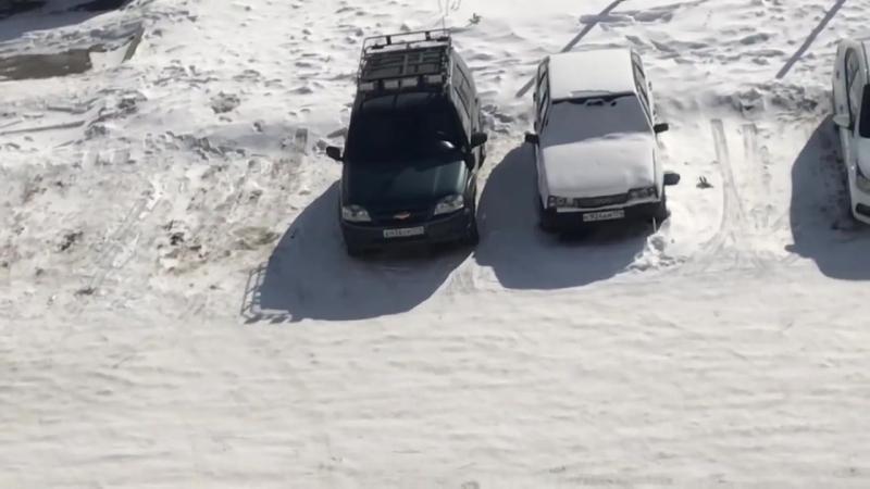 Мужчина устроил погром на автостоянке в Катав Ивановске mp4