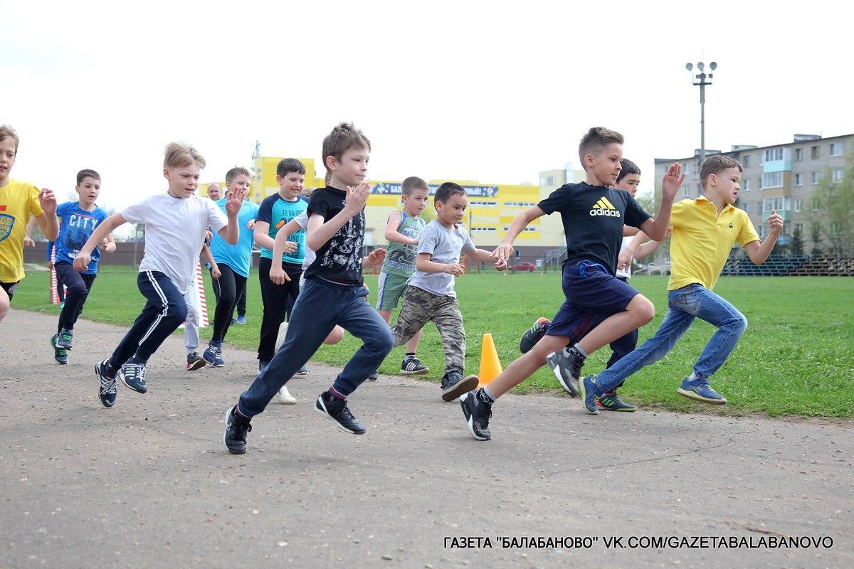 На городском стадионе прошли городские массовые соревнования «Весенний кросс 2018».