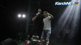 Стас Костюшкин во время концерта в Керчи сфотографировался с видеооператором
