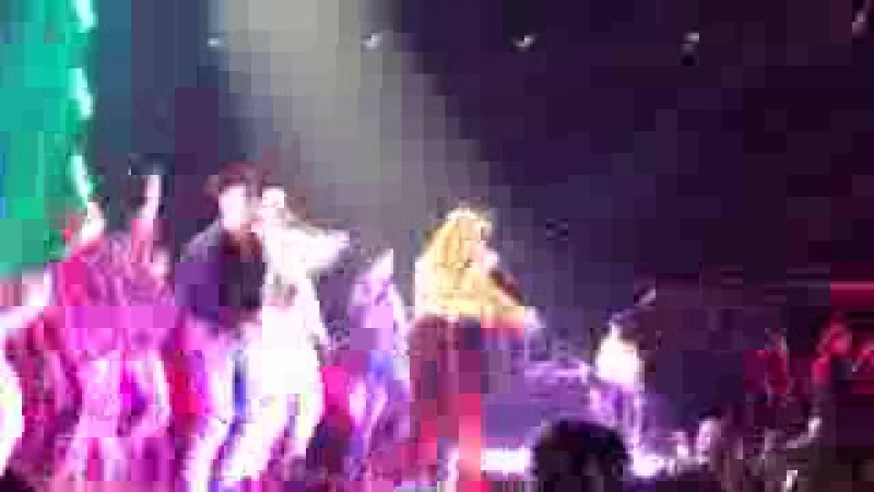 Selena Gomez- Revival (Remix) (Singapore, live 2016)
