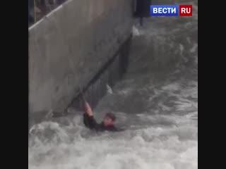 12-летнего мальчика смыло в море прямо с пирса в Ялте.