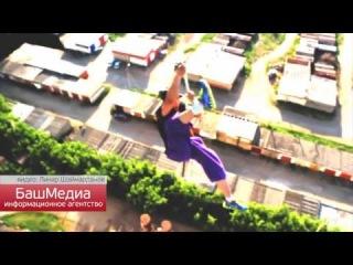 Экстремал из Башкирии повис на веревке вниз головой на высоте 22 метров
