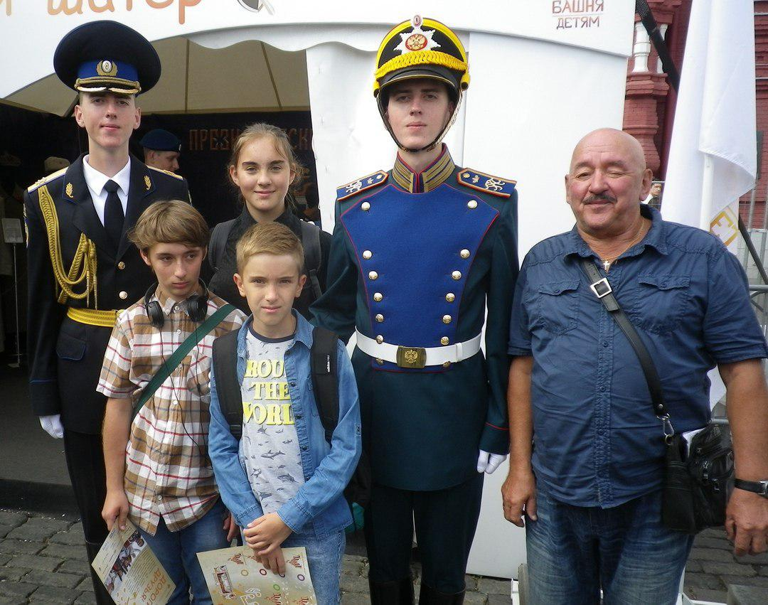 Ученики школы № 1416 Лианозова посетили фестиваль «Спасская башня» и форум «Армия-2018»