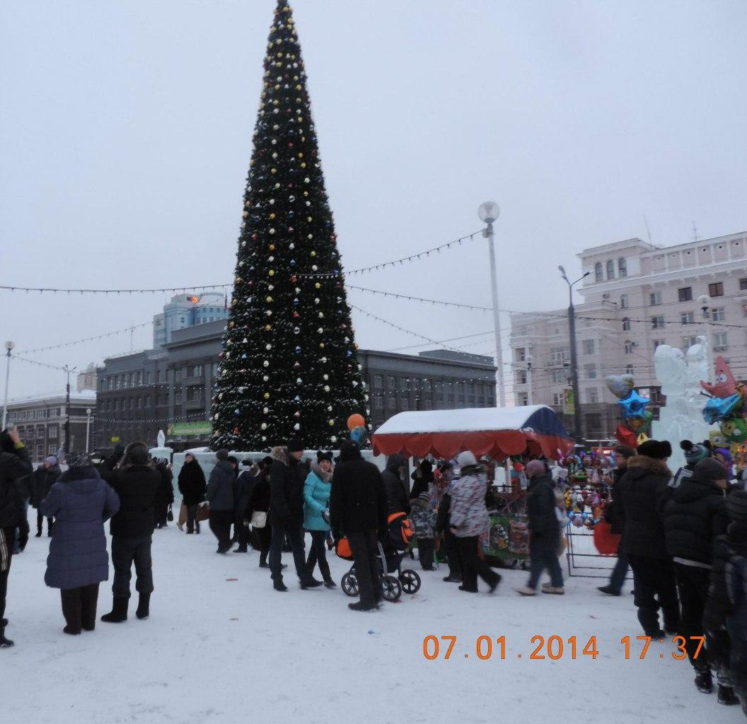 На площади 7 января было много народу (17.01.2014)