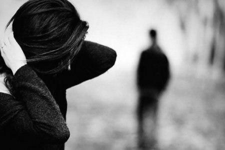 Иногда устаёшь объяснять человеку, насколько он тебе дорог. Единственный выход - замолчать и уйти.