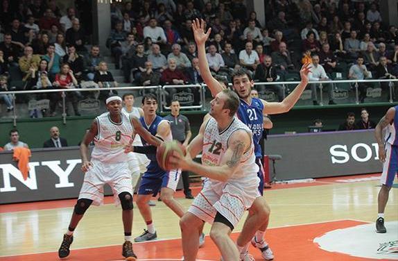прогноз матча по баскетболу Сассари - Банвит