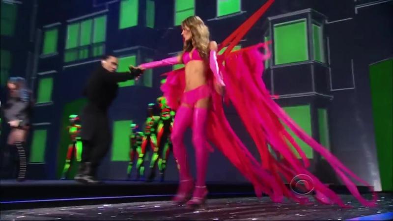 Black-Eyed-Peas-Boom-Boom-Pow-Victoria-s-Secret-Fashion-Show