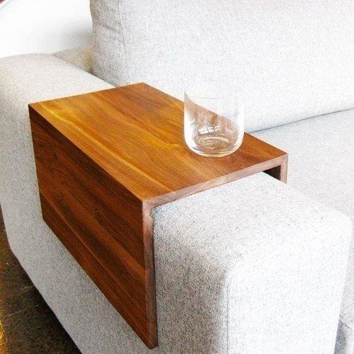 Практичная идея для маркого дивана