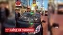 В Києві біля станції метро Мінська авто протаранило зупинку є травмовані