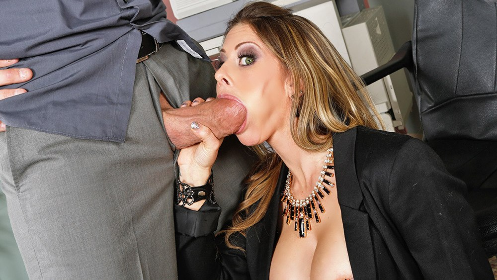 В офисе скучно, пора сосать член Rachel Roxxx