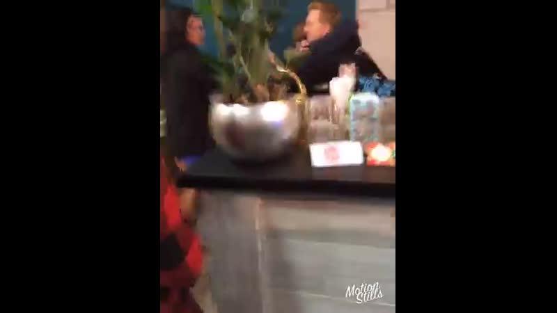 Даня обнимает Лизу 2017