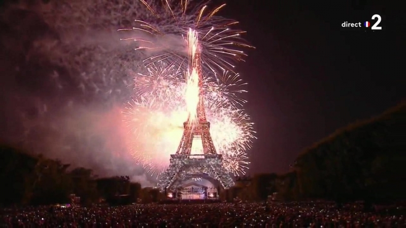 Окончательный букет фейерверков города Парижа - Le bouquet final du feu dartifice de la Ville de Paris