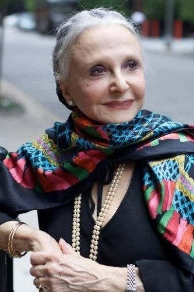 Дона Мария Джило, дама 92 лет, маленькая и настолько элегантна, что каждый день в 8 утра уже одета, хорошо причесана и со скромным макияжем, несмотря на слабое зрение. И сегодня она переехала в дом престарелых: ее муж, с которым она прожила 70 лет, недавно умер, и у нее не оставалось другого выбора. После того, как она терпеливо ждала в течение двух часов, чтоб увидеть комнаты. Она все еще красиво улыбалась, когда из обслуживающего персонала пришли сказать, что ее комнаты готовы. По дороге к…